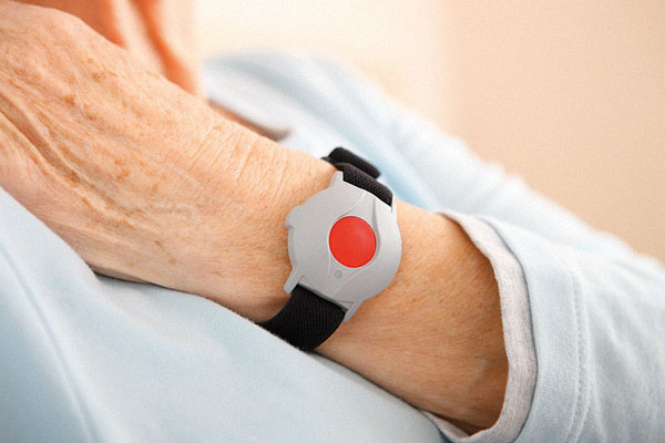 Government launches initiative to phone older people to check on wellbeing during COVID-19 crisis
