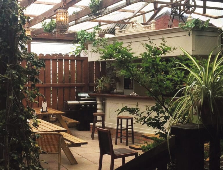 Outdoor eatery with a tropical vibe opens in Clonakilty's oldest family-run hotel